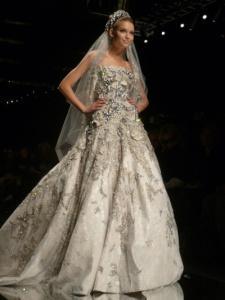 pinkbutterflies.blog .cz 1 225x300 Svatební šaty a trendy roku 2015